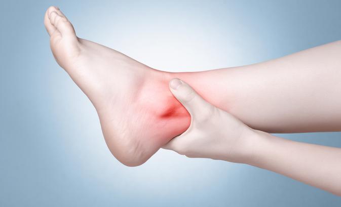 az egyik bokaízület duzzanata fájdalom nélkül