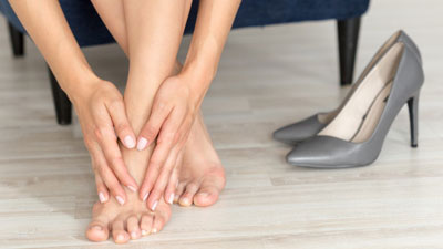 sarkában sétálva fájnak a láb ízületei fájdalom a boka belülről
