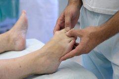 a lábujjízület tünetei progeszteron ízületi fájdalom
