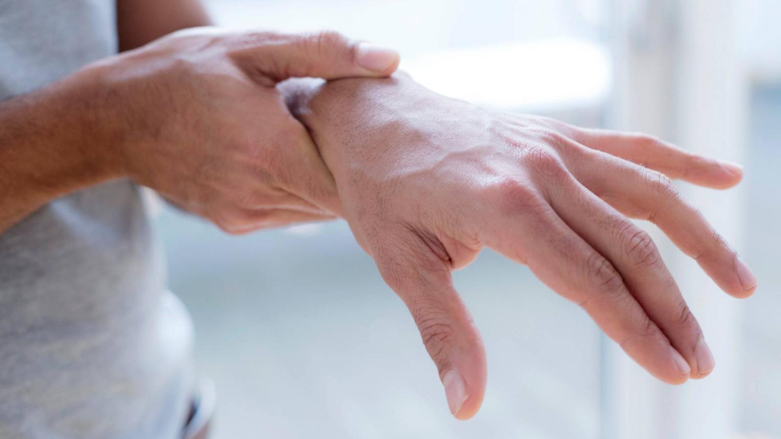 térdízületek fájdalma, mint kenet csípőízületi artrózis ajánlások