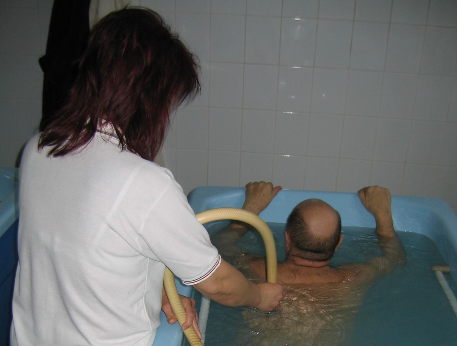 ízületi kezelés a fürdőben fájdalom a lábak, karok ízületeiben