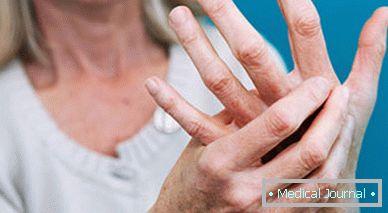 csavarja az ujjak ízületeit