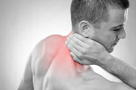 fájó fájdalom a vállak ízületeiben